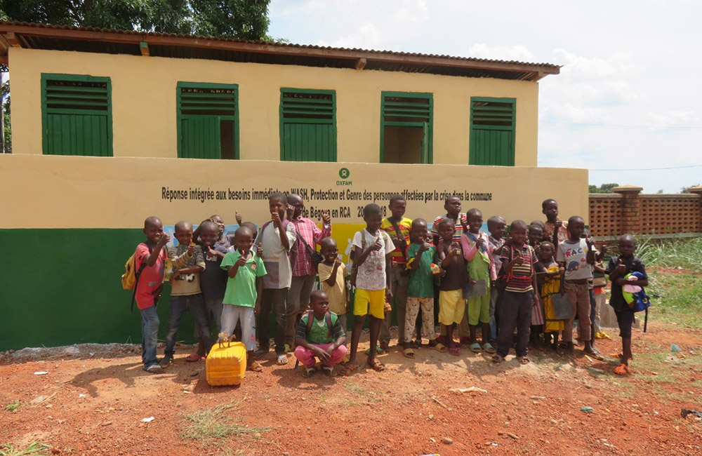 Construction De Latrines Dans Une Des écoles De Begoua (Bangui). Photo Prise Par Monges Samba, Oxfam RCA